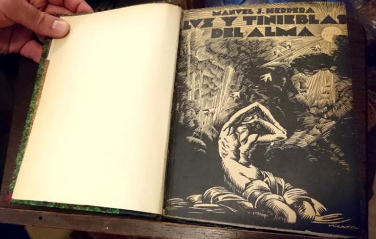 Fotografía de la tapa del libro Luz y tinieblas del alma de Manuel J. Herrera