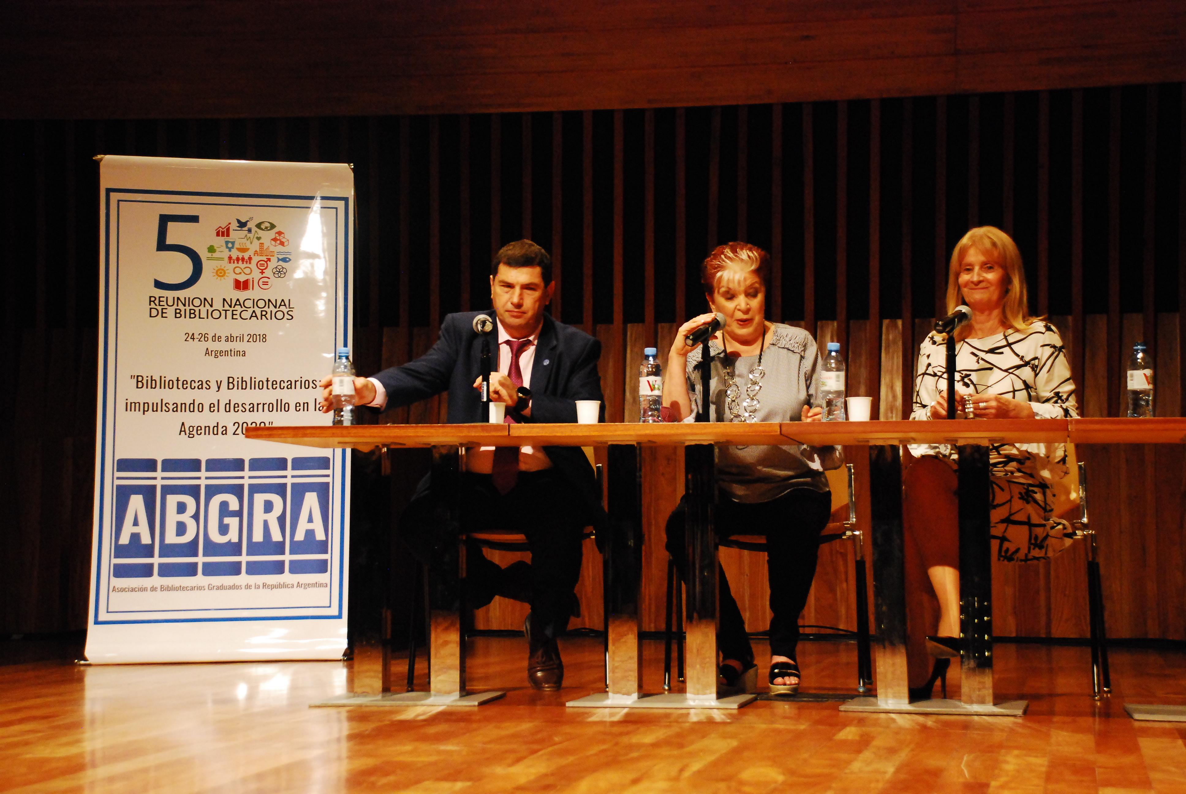 Alejandro Santa, Elsa Barber y Graciela Perrone