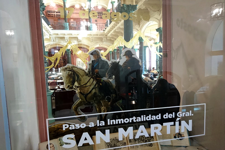 Vidriera en Homenaje a San Martín