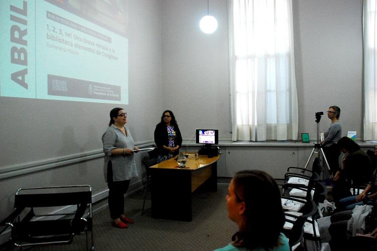 Mariana Alcobre dando la bienvenida a Esmeralda Majors