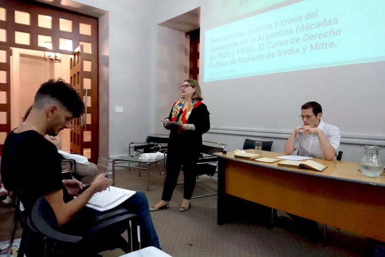Mariana Alcobre en la apertura de la charla