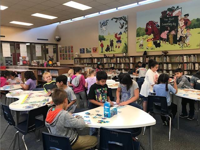 Biblioteca de la escuela primaria Creighton