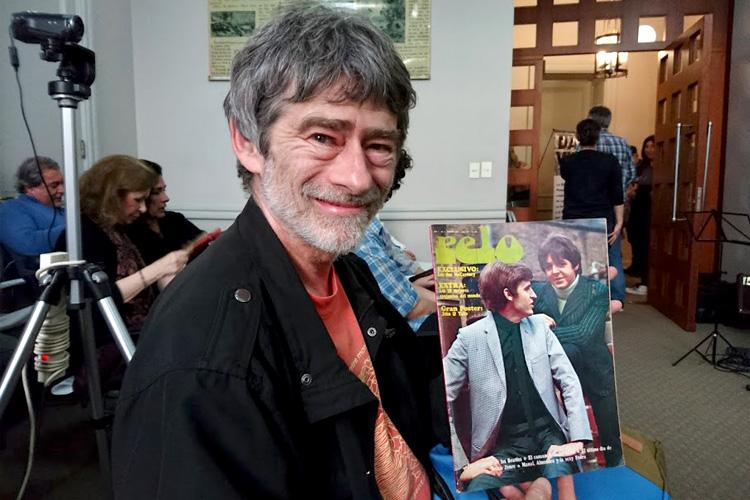 Carlos Fradkin y su 1° número de la revista Pelo