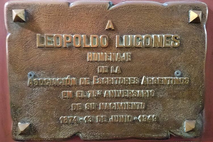 Placa recordatoria que la Asociación de Escritores Argentinos (ADEA) colocó -en 1949- en homenaje al poeta Leopoldo Lugones,