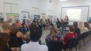Participantes del taller de Promoción de Lectura en plena actividad